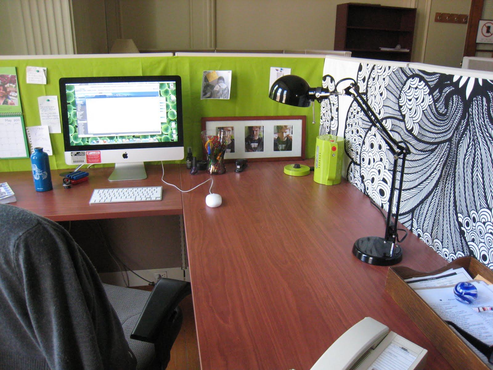 Desain Meja Kantor Buat Nyaman Kerja, Siapa Yang Tidak Mau?