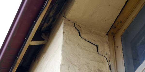 Tembok Rumah Anda Rusak? Kenali Jenis-Jenisnya!