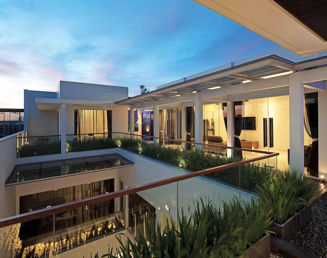 Mau Rumah Semakin Cantik? Bangun Balkon di Lantai 2