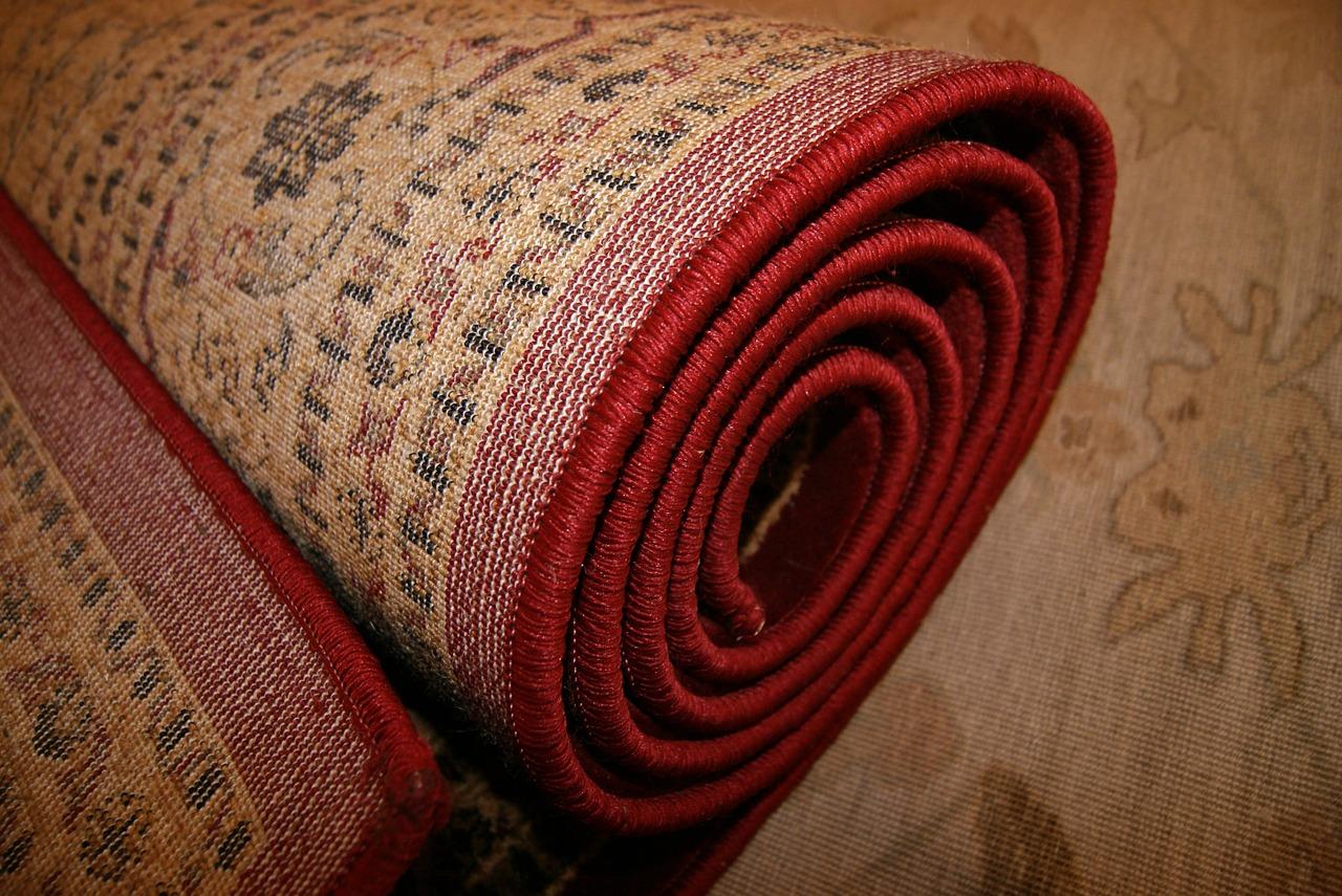 Tips Membersihkan Karpet Sendiri Memakai Sapu